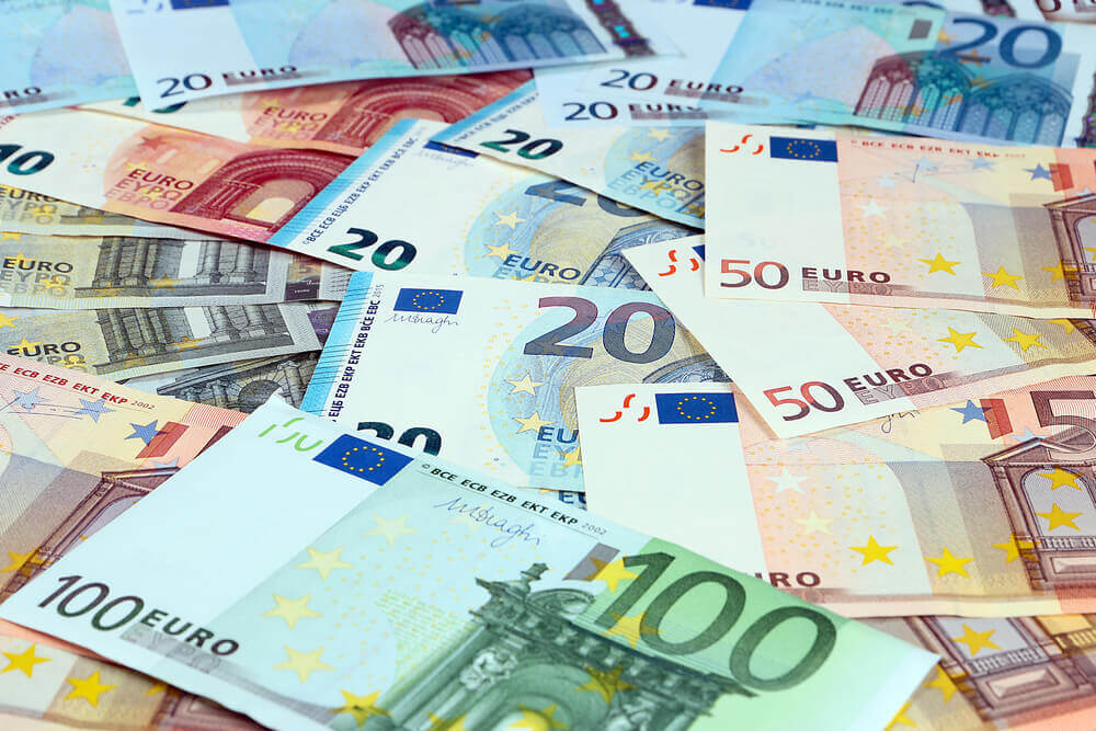 Euro directs for worst week as ECB keeps wary stand