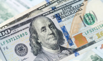 US dollar recovers defeat on Italy's rubber-stamp parliament