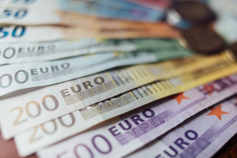 FinanceBrokerage - Dailyfx Euro Records Three-month High on Draghi's Comments
