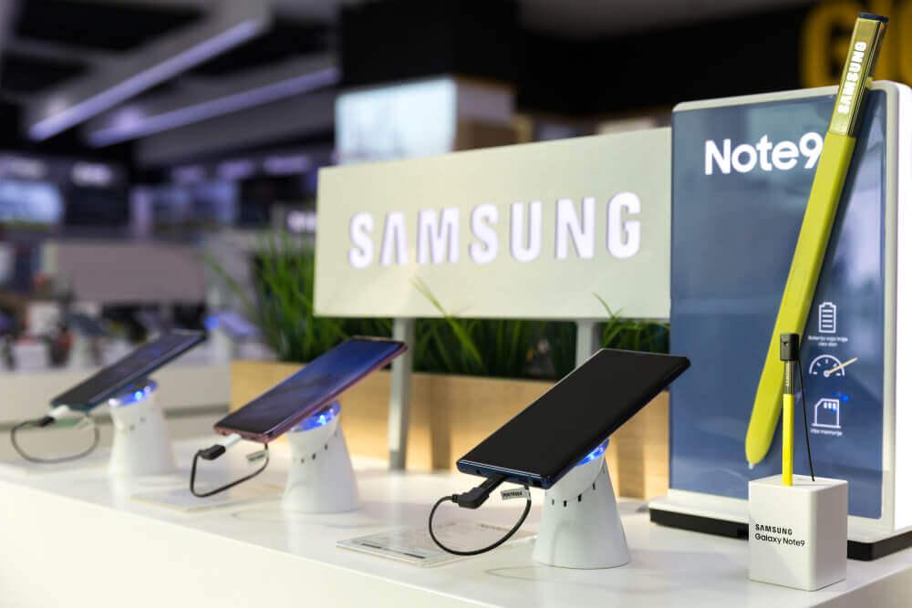 FinanceBrokerage - Tech User Reports Samsung Galaxy 9 Caught Fire in Purse