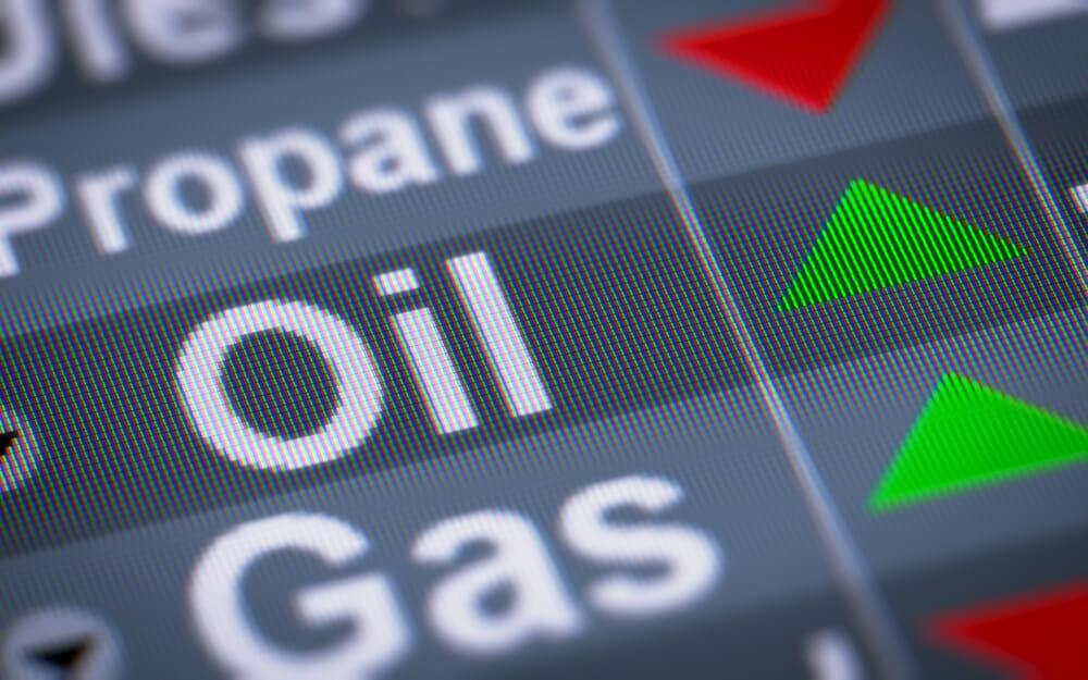 FinanceBrokerage – Oil News: Oil prices edged up on crude drillings rigs cuts of the United States and Canada.