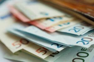 FinanceBrokerage - FX Exchange: The euro edged down on Tuesday amid the economic slowdown concerns