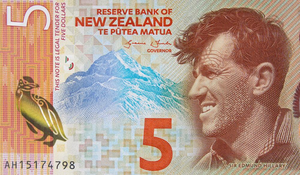 Finance Brokerage – Reserve Bank of New Zealand: New Zealand 5 dollar 2015 banknote close up.