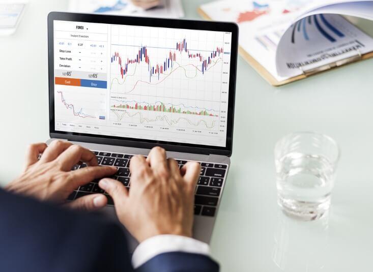 forex trading strategies – hand on a laptop – Finance Brokerage