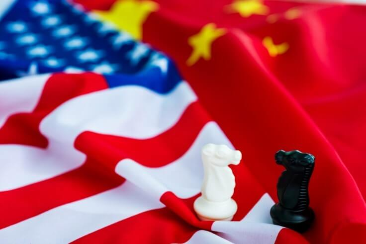 knight chess pieces on top of US and Chinese flags – FinanceBrokerage