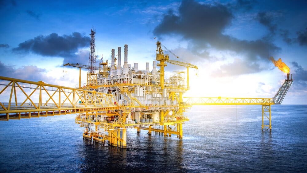 Oil prices: Large offshore drilling oil rig plant in the gulf
