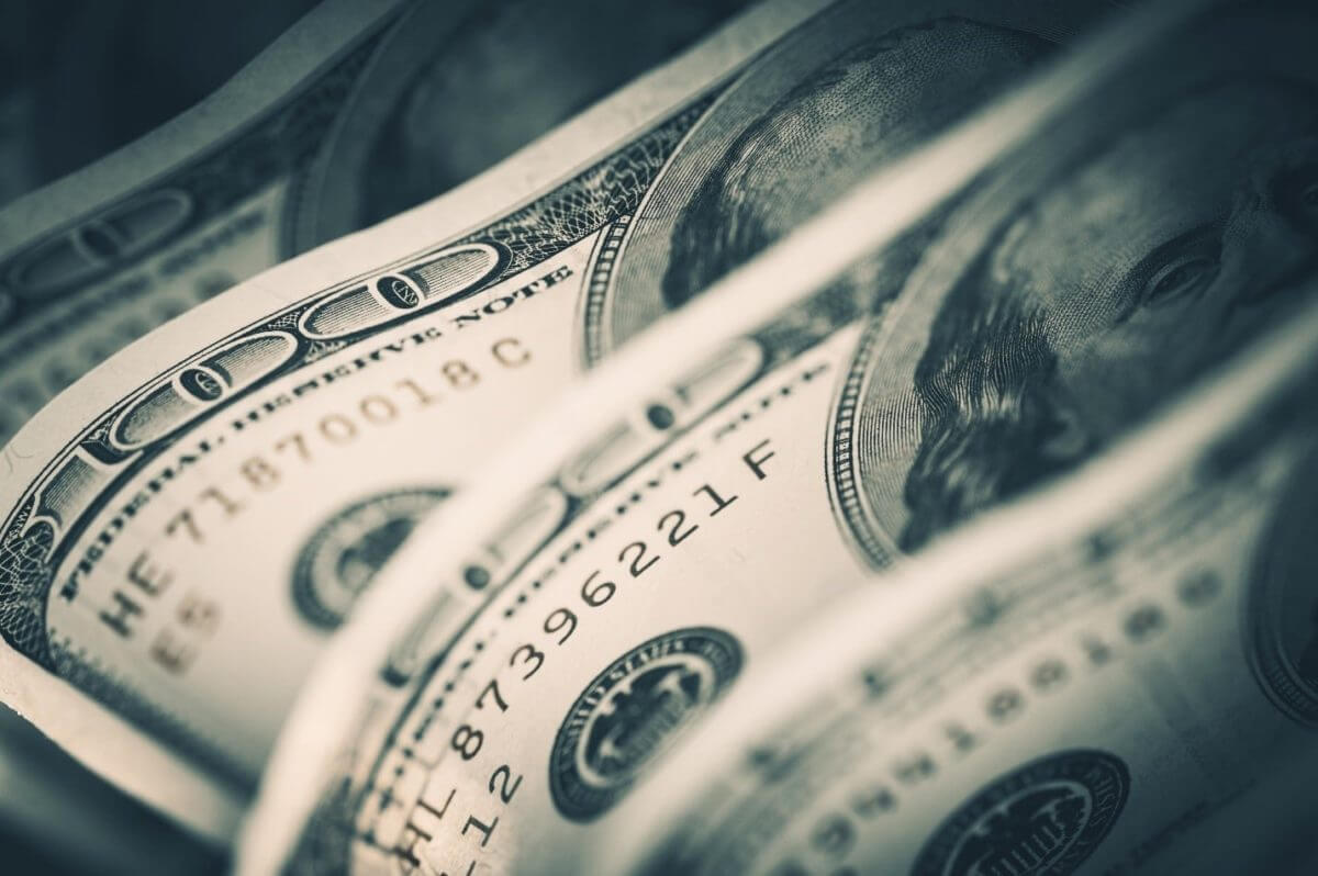 The dollar rose, supported by higher Treasury yields