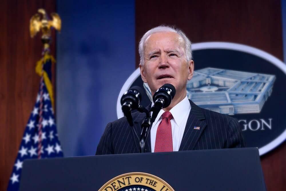 Biden ordenou melhorias na defesa virtual após ataque hacker