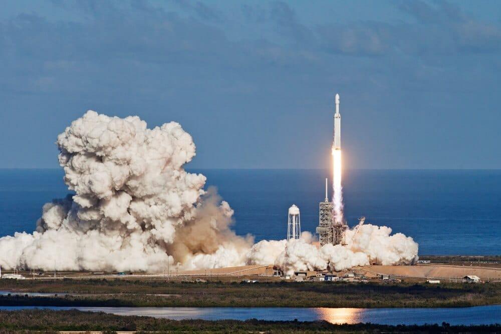 SpaceX lança e pousa Starship com sucesso no último teste