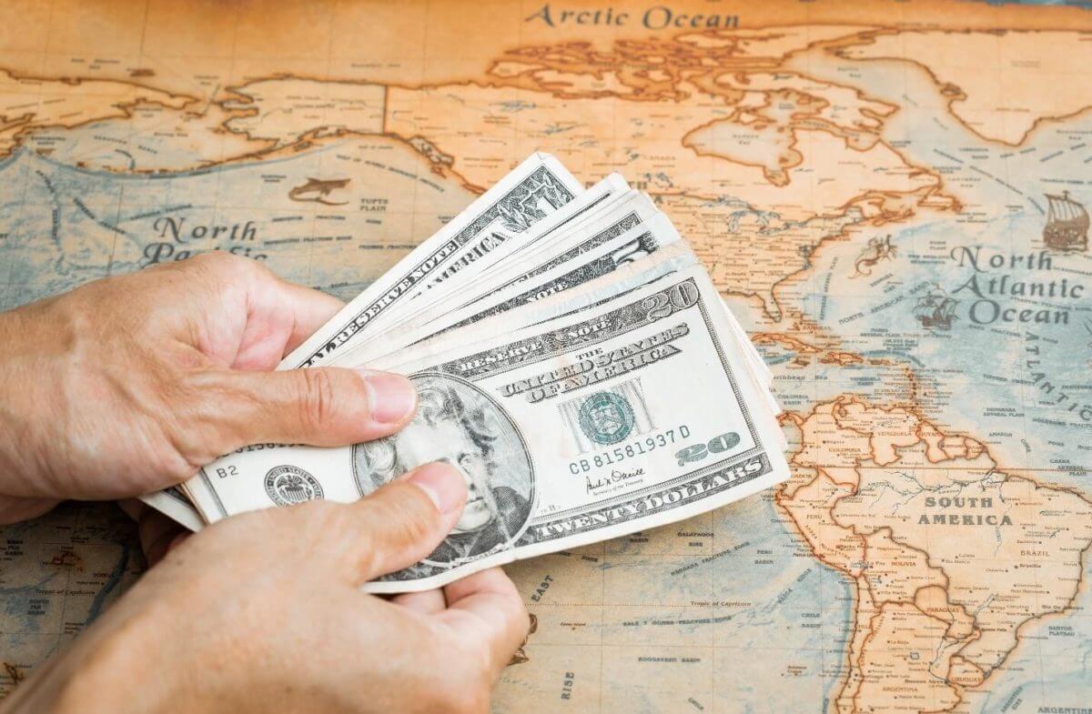 Dólar encontra apoio na espera de dados de inflação dos EUA