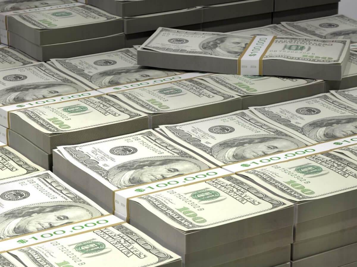 Dólar oscilou perto de baixa de 5 meses contra seus pares