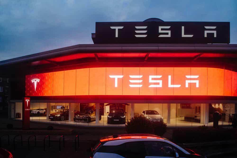 Tesla inicia entrega de seu novo Model S Plaid