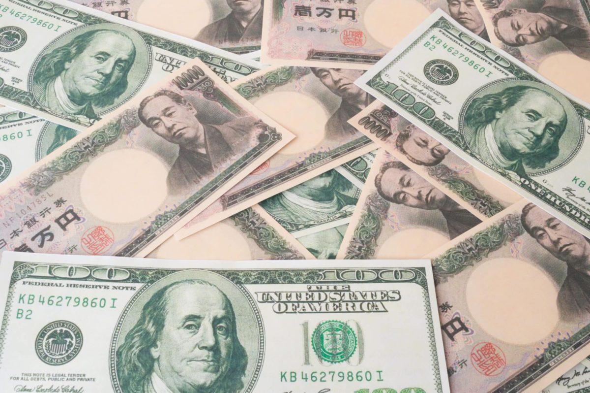 Yen and Dollar gain as risk sentiment falls ahead of Fed