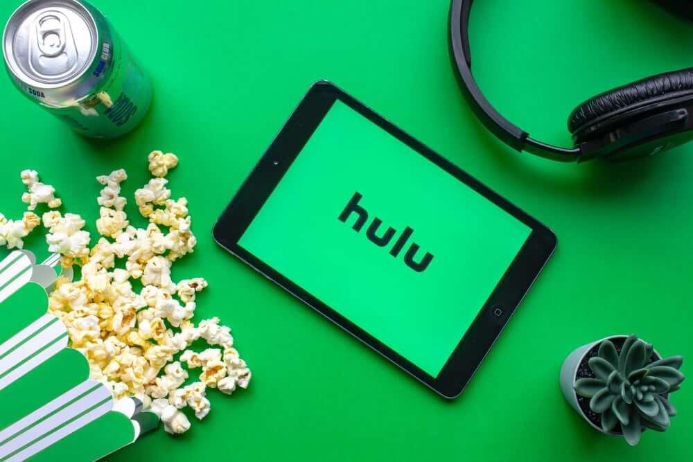 Hulu escrito em um tablet