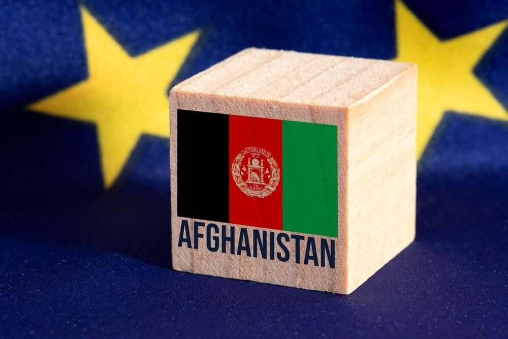 cubo de madeira com bandeira do Afeganistao